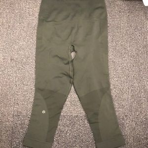 Lululemon Cropped Compression Pant